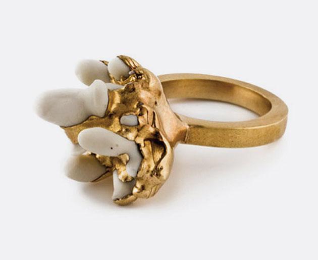 Ruth Reifen – Metall und Porzellan