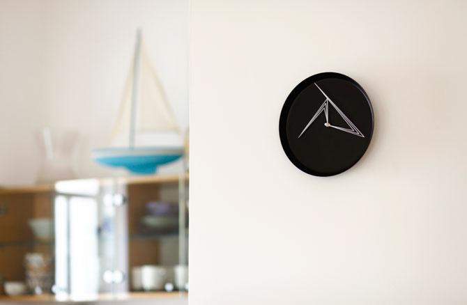 Perspective Clock by Studio Ve